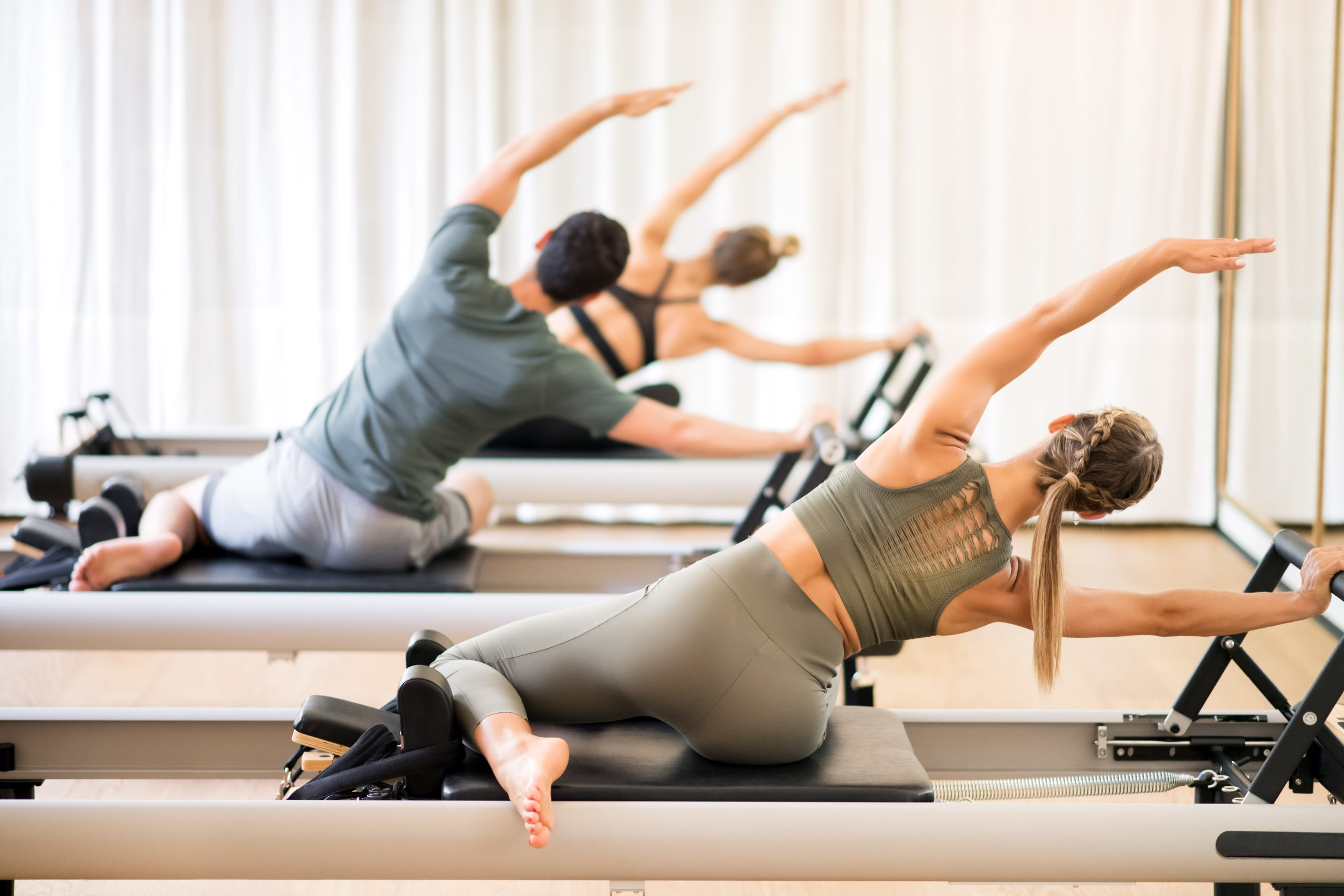 What to Expect from Your First Pilates Class - people doing Pilates